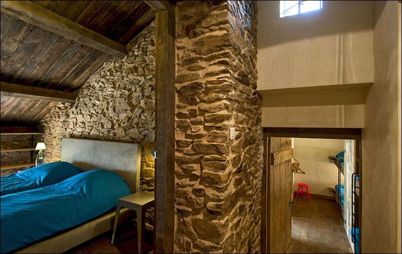 2946 zhilyie doma 06 Жилой дом в помещении старой мельницы Mavaleix