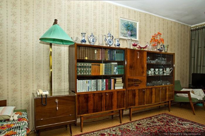 Sekreter s knigami В тренде советский стиль в интерьере